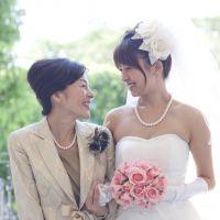 我が子の結婚式、母親としての服装選びはレンタルドレスに決まり!