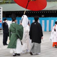 結婚式ゲストの服装 厳かな教会式・神前式・仏前式参列にぴったりのドレスは?