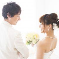 結婚式はしないけど… 親族の食事会・二次会の花嫁の服装は?
