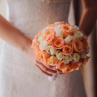 華やかなオレンジドレスで注目の的!実際に着た方の感想もご紹介♪