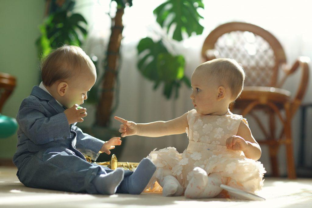 結婚式参列の服装どうしょう! ママのドレス・赤ちゃんの服おすすめ一覧