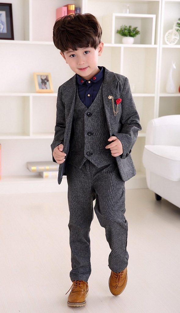 男の子なら\u2025 スーツやフォーマルな服装