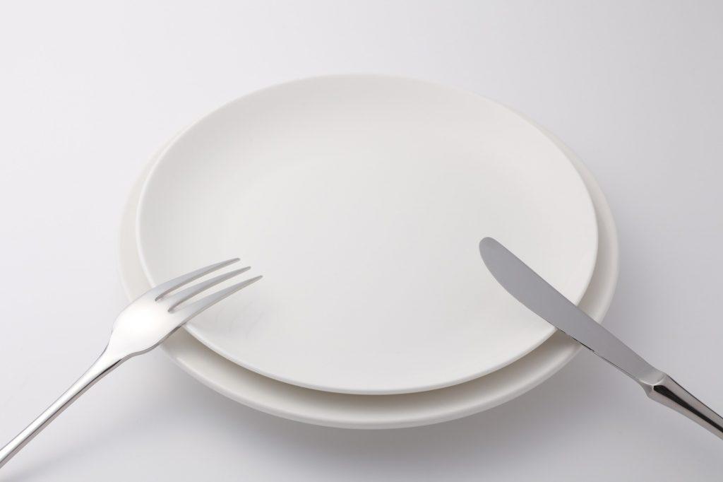 食事中にナイフとフォークを離す時は