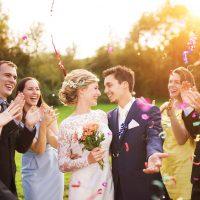 結婚式のお呼ばれドレスまとめ!基本知識・服装からマナーまで