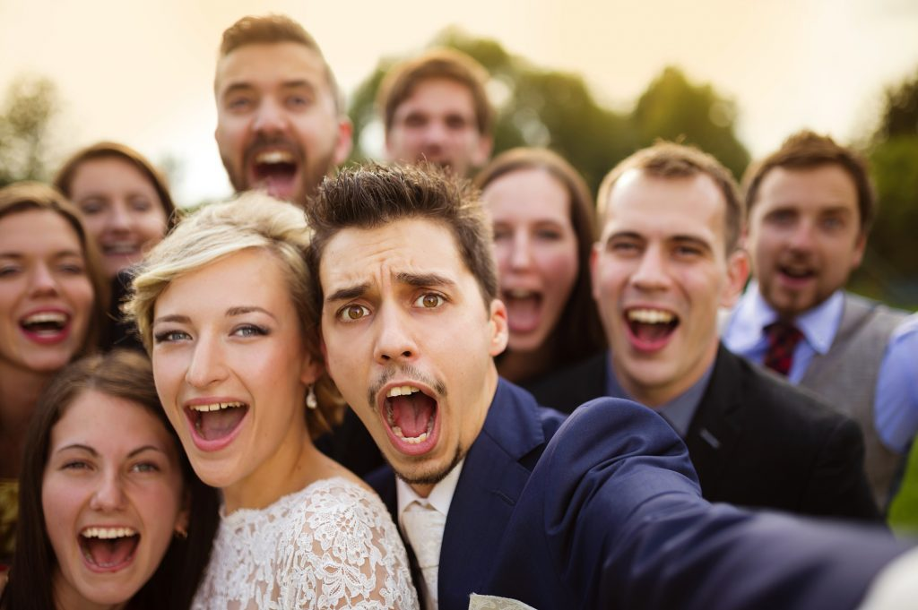披露宴と二次会での挨拶の違い