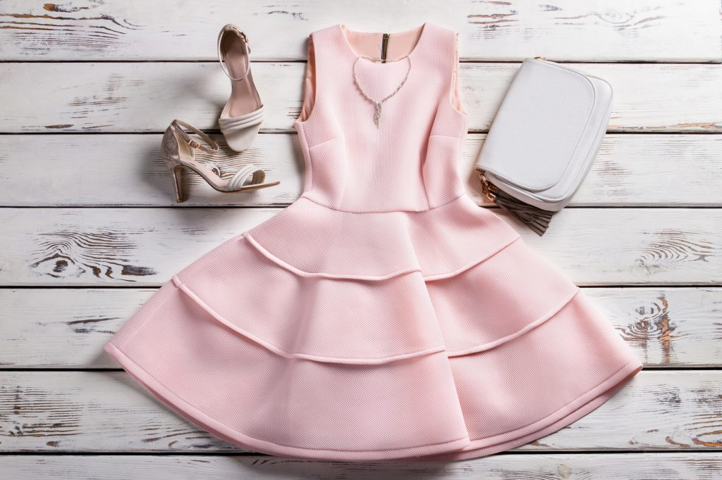 ドレスに合わせた、小物選びも忘れずに。