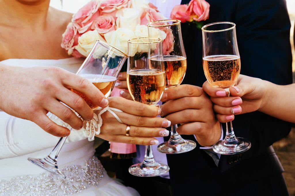 d84ae5443dd94 結婚式の二次会 あなたの乾杯挨拶で盛り上げよう! - IKINA (イキナ)