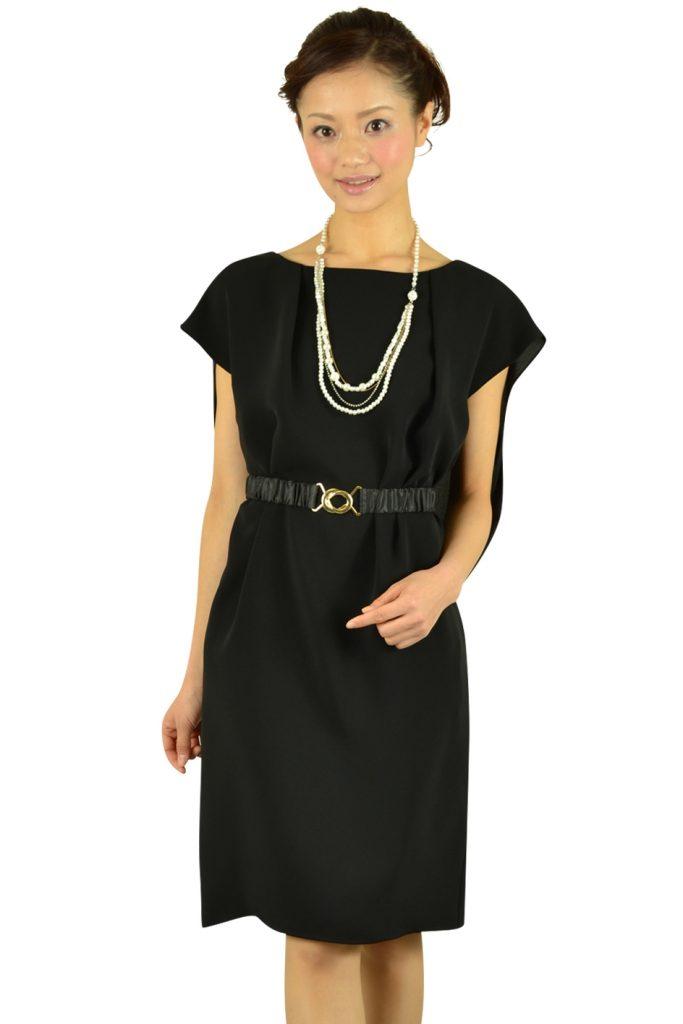ベルト付きブラックドレス