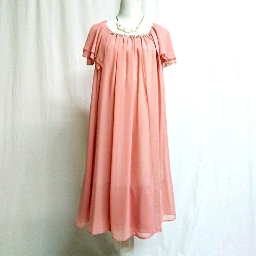こちらのドレス、ポコさんが着用すると