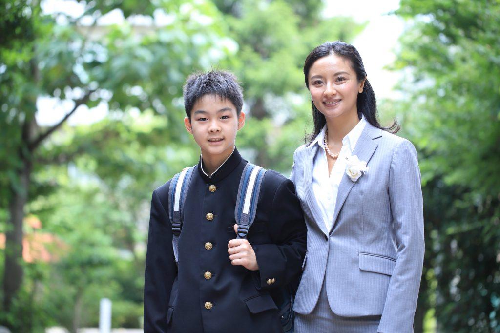 7b2b71b5a58c0 中学・高校での入学式、母親の失敗しない服装の選び方ポイント - IKINA ...