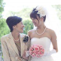 【母親の結婚式洋装】選び方ポイントと会場・雰囲気別にドレスを紹介