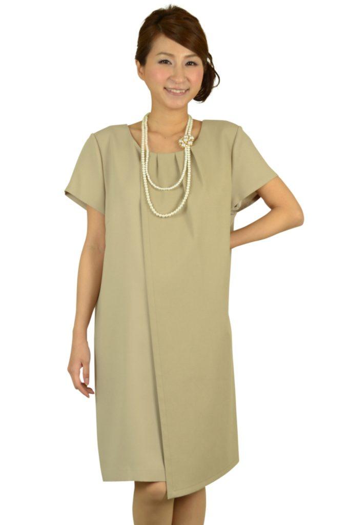 インディヴィ (INDIVI) ベージュシンプルゆったりドレス