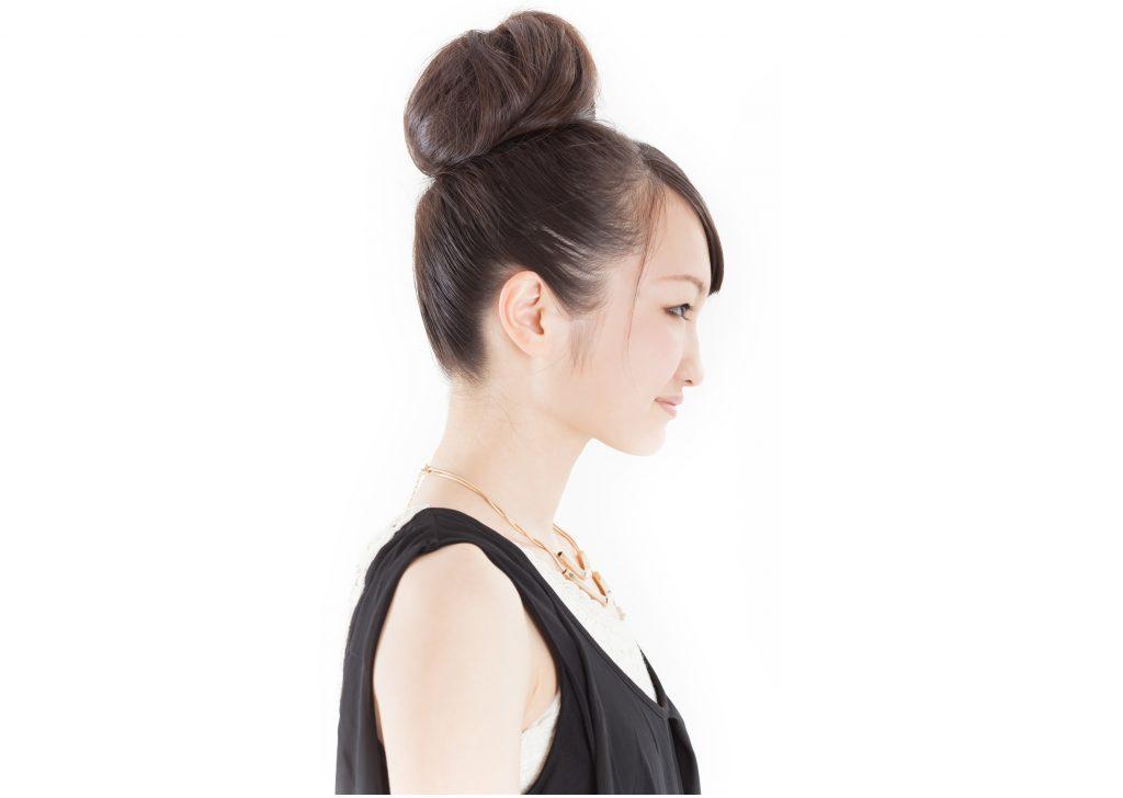 お団子ヘア-・モリモリ系の髪型はNG
