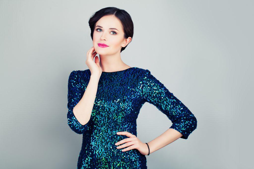 a8f976253a6 ディナーショー 服装を年代別にご紹介 ドレス美人で憧れの人にアピール ...