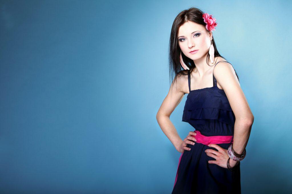 【ネイビー(紺)】カラーのドレスで 印象の良いドレスアップに仕上げる