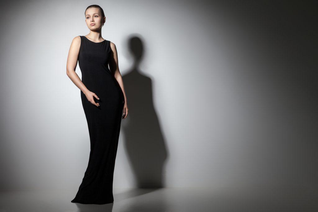 ブラック(黒)カラーのみのドレス