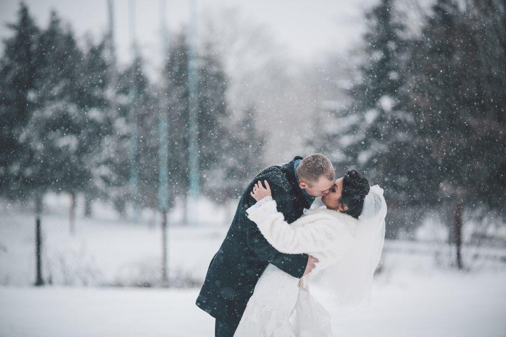 雪舞う12月・1月・2月の冬の結婚式