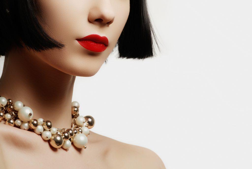 ネックレスで華やかさをプラスして