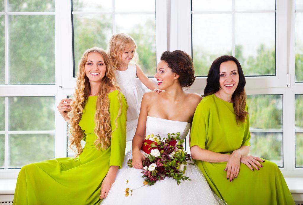友人結婚式の場合の定番ドレスコード