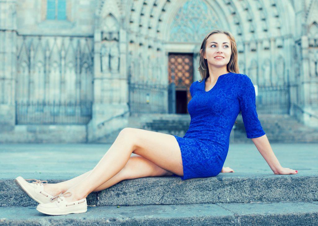 青はクールで知的カラー!ブルードレスで【賢く美しく】を目指そう!
