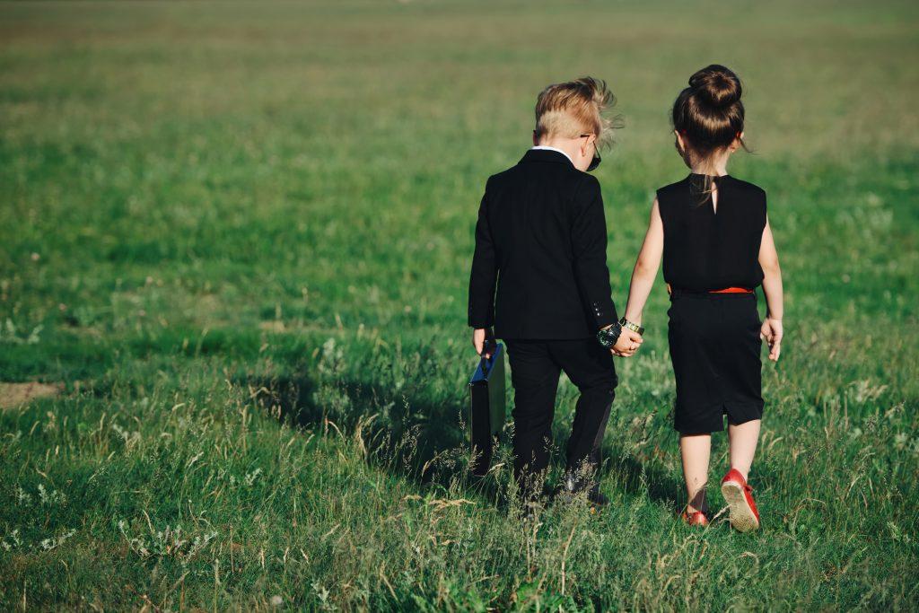 卒園式でも堅苦しい服装は避けたい… そんな母親にはスーツ以外の服装を提案