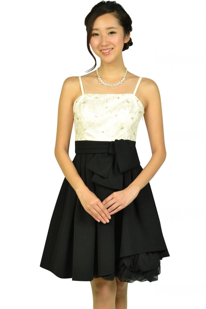 アプワイザー・リッシェ(Apuweiser-riche) フラワー刺繍オフホワイト×ブラックドレス