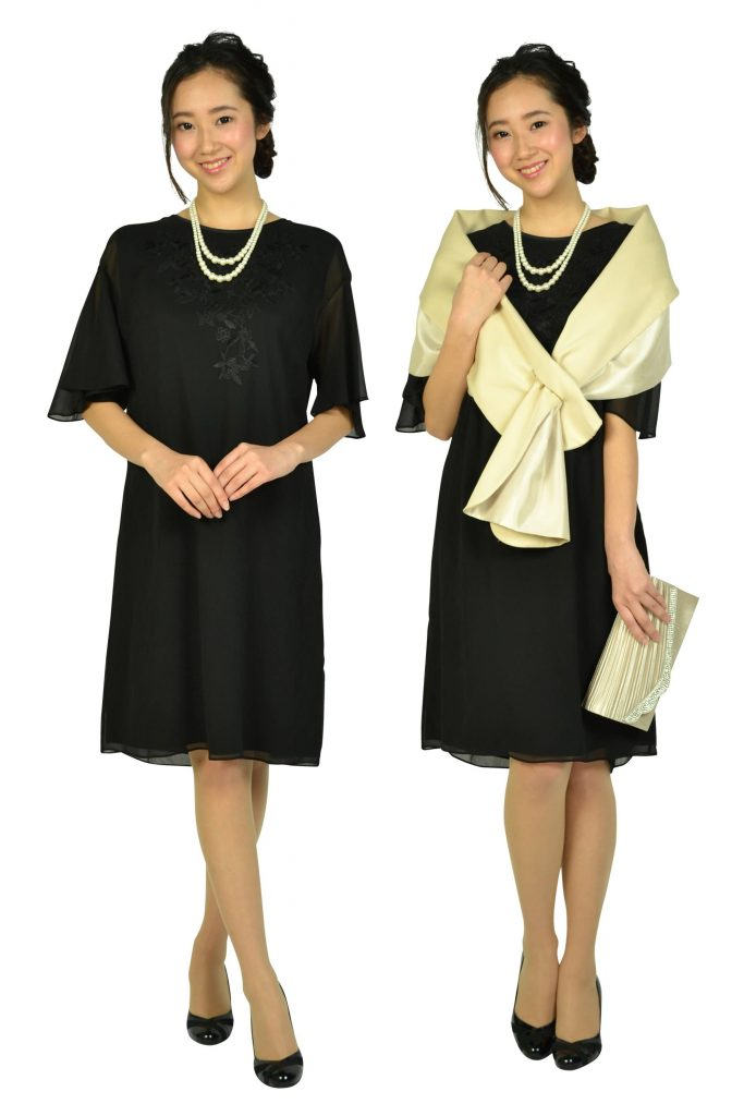 アマカ(AMACA) フレア袖花柄刺繍ブラックドレス
