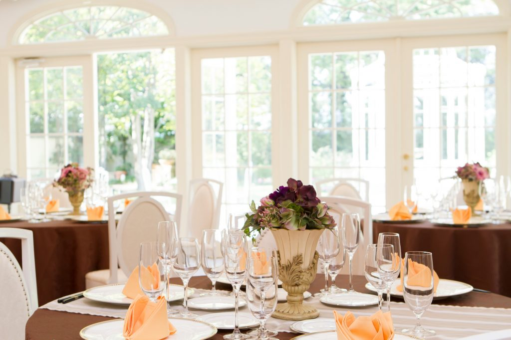 結婚式や披露宴の会場内に入ったら確認すること