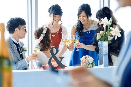 会社関係の結婚式のパーティードレス選び