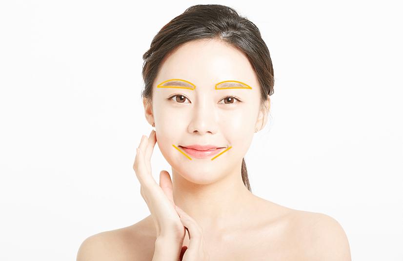 くすみやすい口角や、眉毛の輪郭をふちどるように塗るのもおすすめ