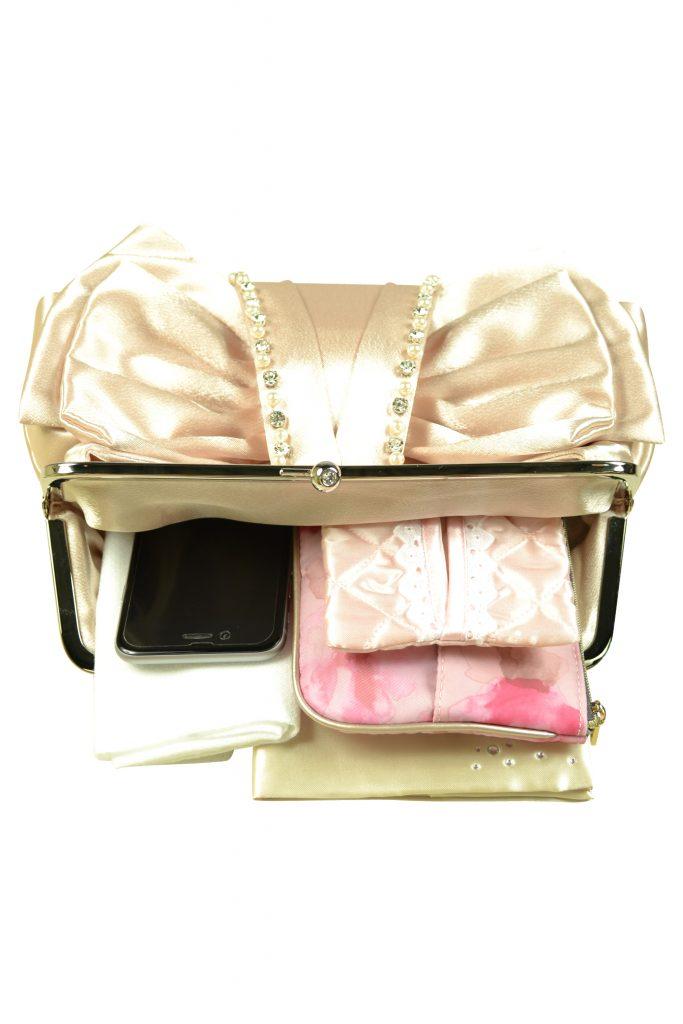 744e8471db269 結婚式バッグの選び方からマナー&コーデまで大特集 - IKINA (イキナ)
