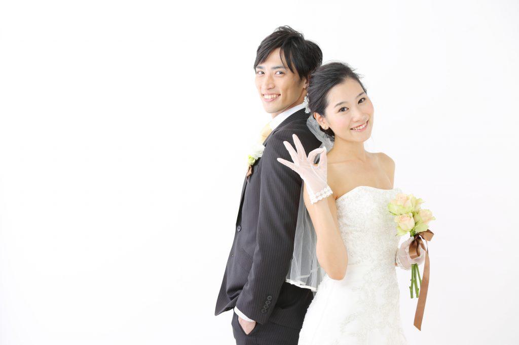 結婚式でのレースドレスはマナー違反?