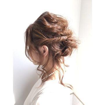 リラックス感のあるルーズなヘアスタイル