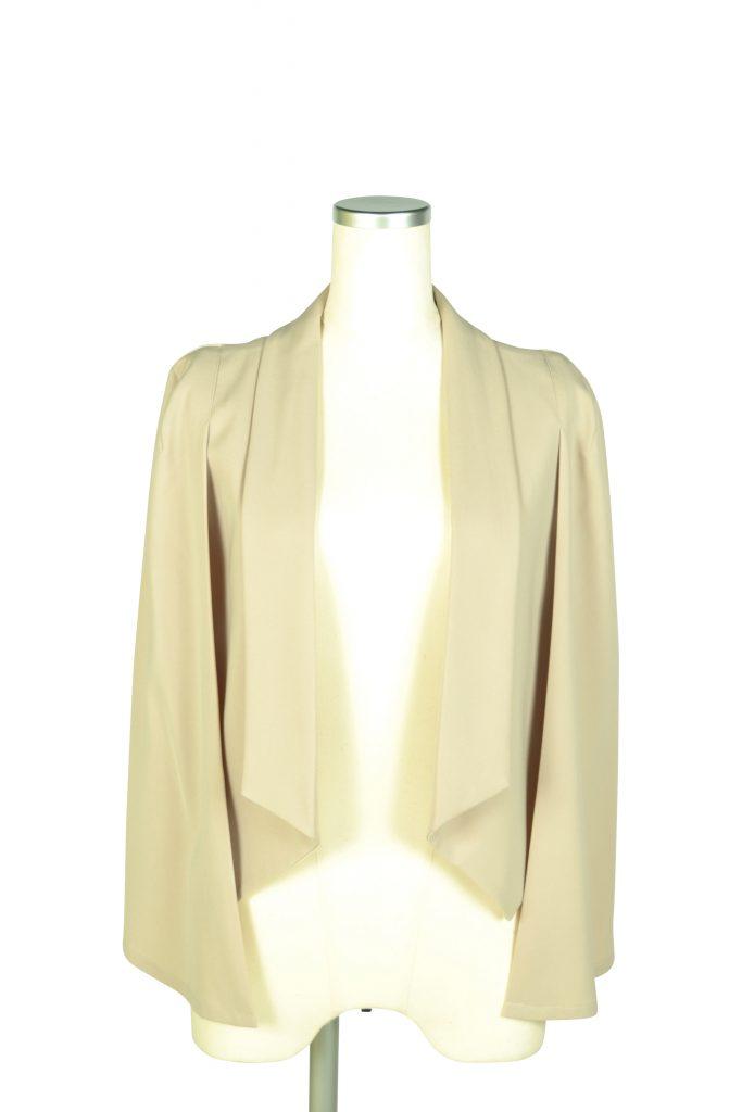エルモソ(Hermoso luxe) 襟付きケープ袖ベージュジャケット