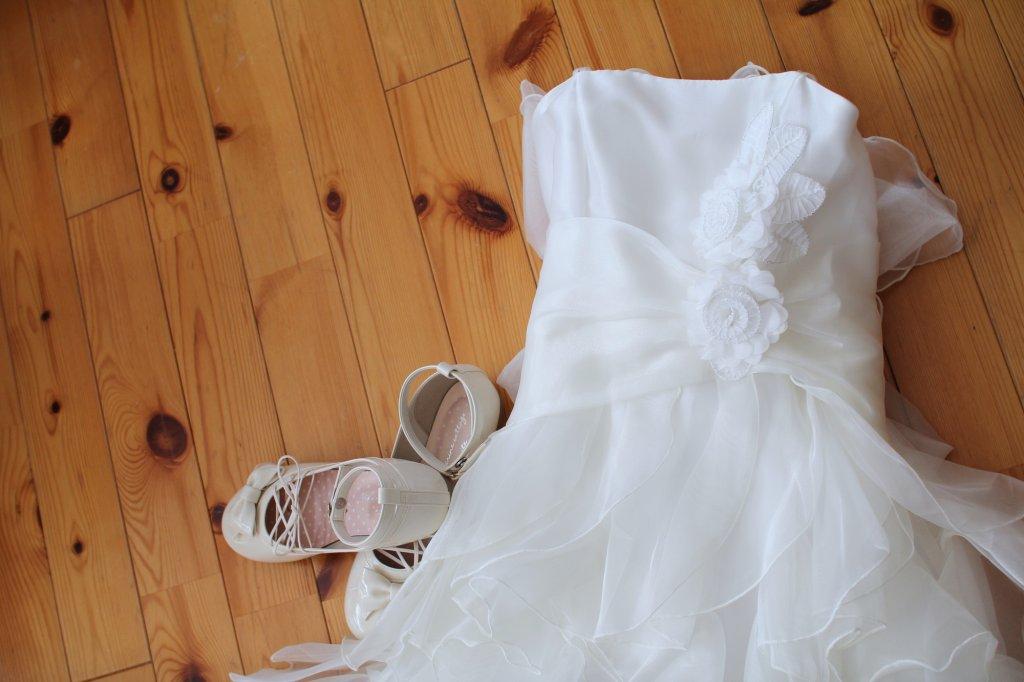 リングガールの白ドレス