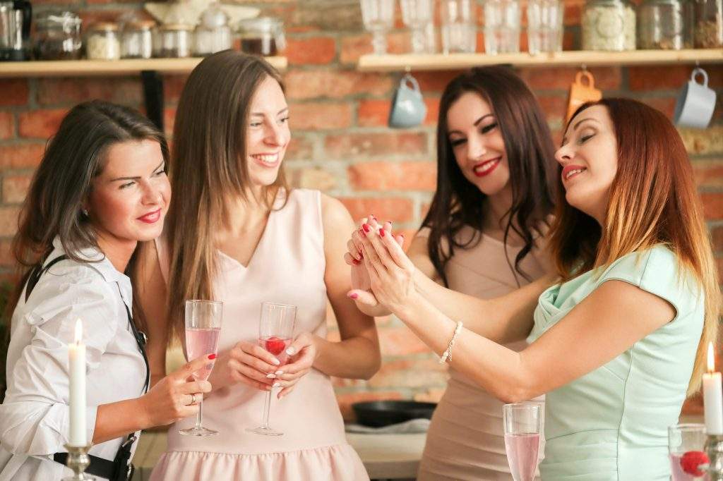友人&会社関係の結婚式 人気のボレロジャケット