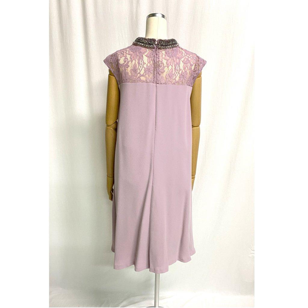 グレースコンチネンタル (GRACE CONTINENTAL)ネックビジュアッシュピンクドレス 着用画像