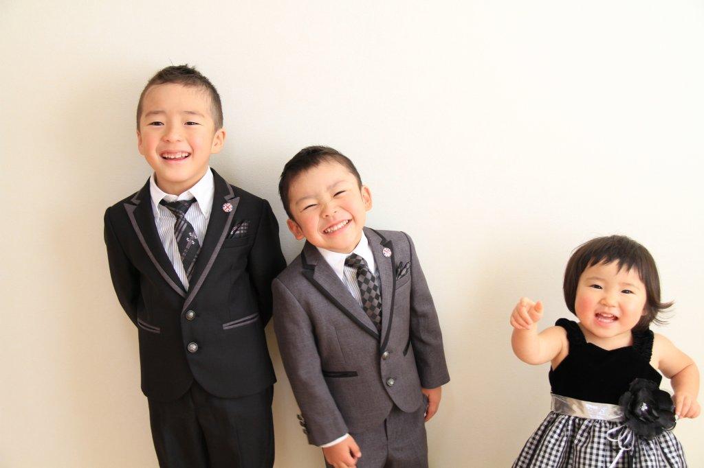 兄弟姉妹の結婚式の服装