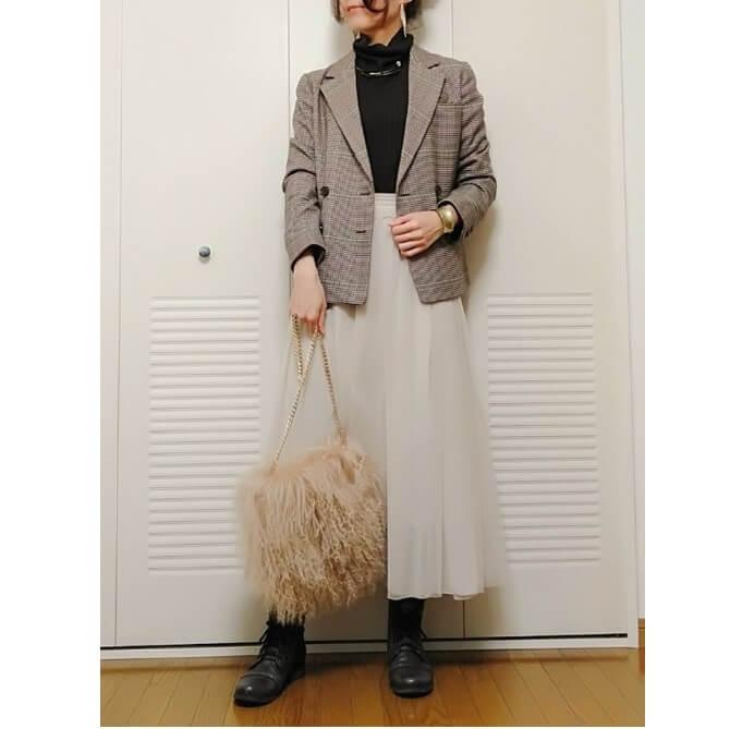 ブラウンチェックテーラードジャケット+ホワイト系シフォンスカート
