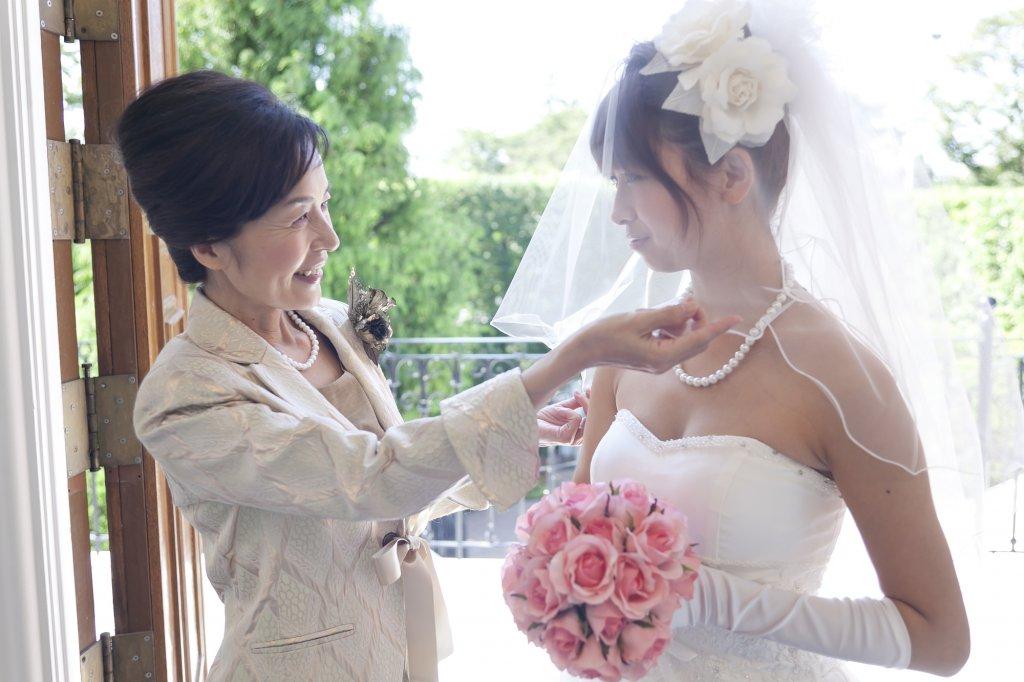 【叔母・母親向け】スタイリストが教える50代の結婚式服装選び
