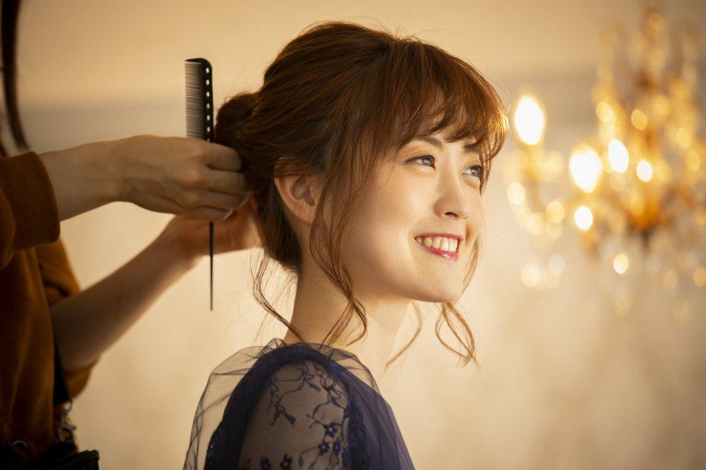髪型はなるべく美容院でセットして特別感をプラス