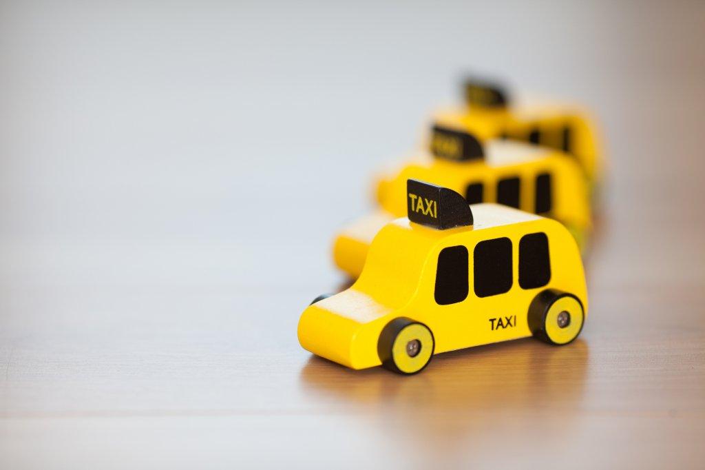 おもちゃのタクシー