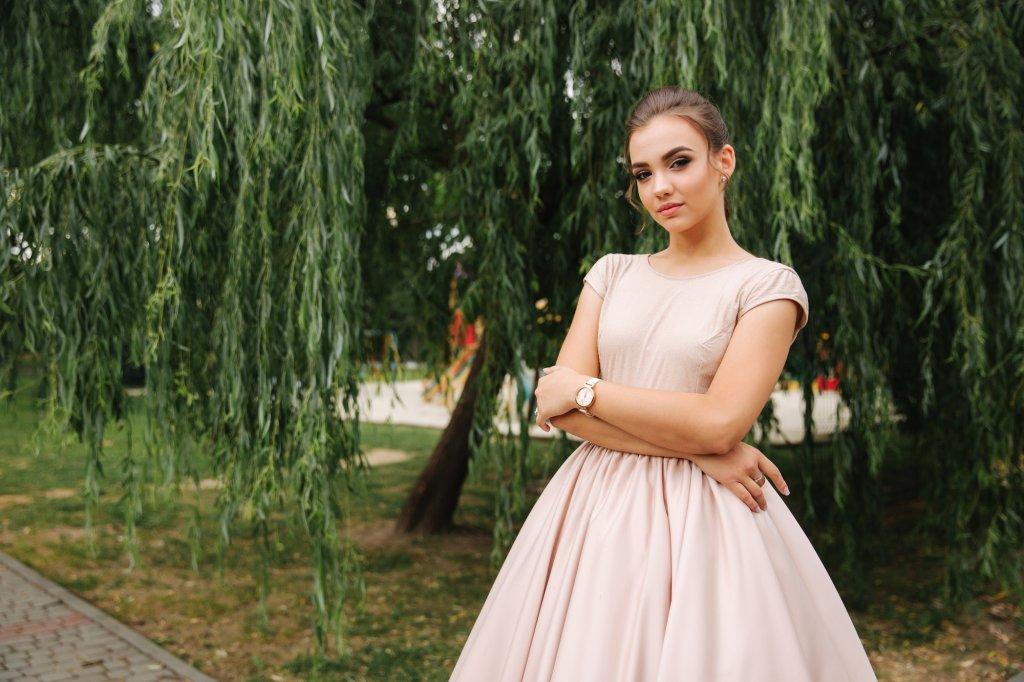 ミニ丈ドレスを素敵に着こなすコーデのポイント