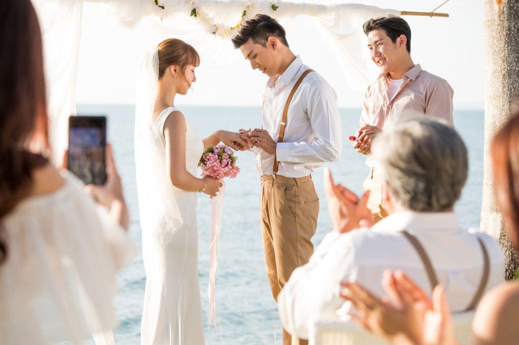 カジュアルな会場での結婚式